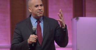 Cory Booker Dodges on Eliminating Private Health Insurance